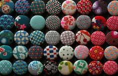 Curl Up: Stofrestjes: button of magneet  Button style magnets out of fabric scraps.