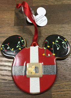 This Christmas ornament is from the Mickey Mouse ears shaped collection from the Walt Disney World Disneyland resort. It features the Santa Mickey Mouse with lights painted around the ears. Internatio