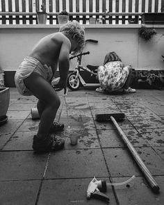 148/365 Water water everywhere  #criandoEnByN #pequePeque #boy #pequeMayor #girl #conmiradadepadre #instakids #kids  #vsco #vscogood #vscogrid #vscohub #vscocam  #bnw_life  #sony #sonyA7 #A7 #sonyCamera #hellocreatividad #water #conmiradademadre #blackandwhitephoto #igersbnw #humonegrophoto #blackandwhite #blackandwhitephotography #love #family #life #photoshoot -------------------------------------------------- Todos los derechos reservados  tropocolo 2017