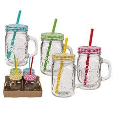 """Lot de 4 verres avec pailles et anses de 350 mL. Avec leur couvercle inox, ces verres ressemblent à des bocaux vintage type """"Mason Jar"""", ils sont munis d'une anse afin d'assurer la bonne prise en main du verre.   Ils seront idéals pour déguster vos boissons fraîches comme des sirops, sodas, cocktails avec ou sans alcool (à consommer avec modération) lors de repas, soirées ou bien encore buffets en famille ou entre amis.   Chaque verre et vendu avec une paille et son couvercle assorti, ce…"""