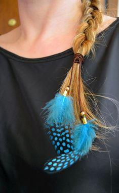 Diy Hair Feathers, Feather Hair Clips, Feather Jewelry, Feather Earrings, Hair Jewelry, Feather Headpiece, Feathered Hairstyles, Diy Hairstyles, Diy Earrings Tutorial