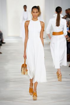 Here are some ideas I curated straight off the runway which show us the trendiest way to wear an all white outfit. All white outfit inspiration straight off the runway. designer couture, ready-to-wear, fashion week, vintage fashion Fashion Mode, Fashion Week, New York Fashion, Runway Fashion, Fashion Trends, Fashion 2015, Fashion Fashion, Street Fashion, Vintage Fashion