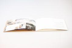 In Zusammenarbeit mit der Grafikerin Nicoline Schaub und der Buchbinderei Burkhardt durften wir das schöne – fadengebundene und mit speziellem Umschlag versehene – Image-Booklet für die Bewerbung der Ustria Steila realisieren.