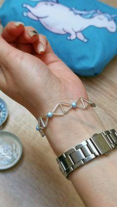 Diy Crafts Jewelry, Bracelet Crafts, Diy Jewelry Unique, Beaded Bracelets Tutorial, Beaded Jewelry Designs, Bead Jewellery, Homemade Bracelets, Diy Earrings, Jewelry Making