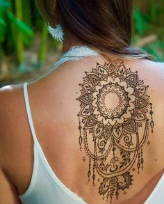 Henna tattoo - you will learn all about: henna color, henna tattoo patterns, white henna. Henna is healthy for the skin? How long will the henna tattoo Henna Tattoo Back, Henna Tattoo Muster, Detailliertes Tattoo, Henna Tattoo Sleeve, Small Henna Tattoos, Back Henna, Boho Tattoos, Muster Tattoos, Henna Tattoo Designs