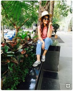When you feel like posing everywhere ☺️ Stylish Girl Images, Stylish Girl Pic, Bollywood Celebrities, Bollywood Actress, Girls In Love, Cute Girls, Girl Photography Poses, Pretty And Cute, Girls Image
