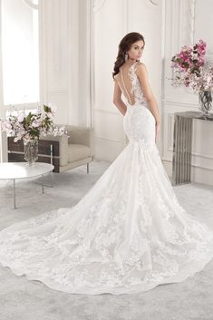 Wedding Dress Photos - Find the perfect wedding dress pictures and wedding gown photos at WeddingWire. Browse through thousands of photos of wedding dresses. Wedding Dress Pictures, Wedding Dress Styles, Bridal Dresses, Wedding Gowns, Bridal Collection, Dress Collection, Gown Photos, Perfect Wedding Dress, Elegant Wedding
