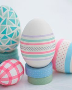 Washi Masking Tape Eggs For Easter Easter Egg Designs, Diy Ostern, Easter Egg Crafts, Easter Table Decorations, Coloring Easter Eggs, Easter Celebration, Hoppy Easter, Egg Decorating, Easter Party