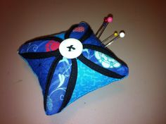 Pin cushion made from scraps Pin Cushions, Scrap, Felt, Christmas Ornaments, Holiday Decor, Crafts, Felting, Manualidades, Christmas Jewelry