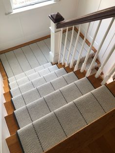 Stair runner comes in various types and styles. From stair runner carpet to stair runner DIY. Need inspiration? Check out our stair runner ideas here Decor, Hallway Decorating, Stair Runner Carpet, Staircase Design, Diy Carpet, Home Decor, Flooring, Bedroom Carpet, Stairs