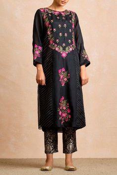 Punjabi Salwar Suits, Patiala Salwar, Designer Kurtis, Designer Punjabi Suits, Indian Designer Outfits, Designer Sarees, Embroidery Designs, Embroidery Suits Design, Embroidery Fashion