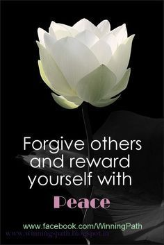 """""""Perdone a otros y recompénsese con la paz"""" Forgiveness removes the heavy weight from the soul, what has crushed it, and keeping it from flying. Great Quotes, Me Quotes, Inspirational Quotes, Meaningful Quotes, Motivational Pics, Godly Quotes, Peace Quotes, Gratitude Quotes, Biblical Quotes"""