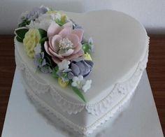 Wedding heart by Ellyys - http://cakesdecor.com/cakes/281477-wedding-heart