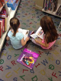 Cata y Juli en lectura