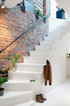 Ga de  hal renoveren? Met een nieuwe frisse look van je trap en hal straalt je huis andere sfeer uit! In 8 stappen helpen wij je op weg.