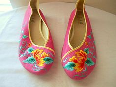 Vintage Chinese embroidered ballet style flats by houuseofwren