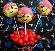 Bubble and Sweet: Pirate Pie Pop Treats - Arrrrgh Me matey's I'm Bac. Birthday Candy, Pirate Birthday, Birthday Bash, Birthday Ideas, Birthday Parties, Themed Parties, Pirate Food, Pirate Day, Pirate Theme