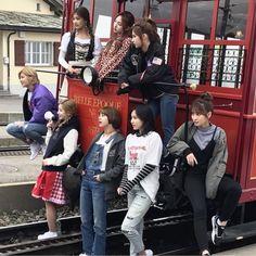 Twice in Switzerland Nayeon, Kpop Girl Groups, Korean Girl Groups, S Girls, Kpop Girls, Signal Twice, Oppa Gangnam Style, Twice Group, Jihyo Twice