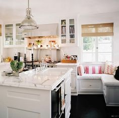 Love a comfy window seat in a kitchen. Kitchen - An open white kitchen with a center island and a corner bench Classic Kitchen, New Kitchen, Kitchen Decor, Kitchen Nook, Kitchen White, Kitchen Seating, Kitchen Ideas, Kitchen Banquette, Kitchen Layout