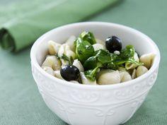 Nudelsalat auf griechische Art mit Spinat und Oliven ist ein Rezept mit frischen Zutaten aus der Kategorie Nudelsalat. Probieren Sie dieses und weitere Rezepte von EAT SMARTER!