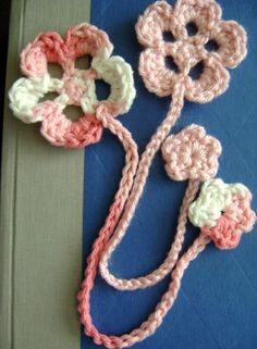 Cherry Blossom Bookmark (an easy crocheted bookmark): polycraftual — LiveJournal Knitting ProjectsCrochet For BeginnersCrochet PatronesCrochet Stitches Marque-pages Au Crochet, Beau Crochet, Crochet Cross, Crochet Gifts, Crochet Stitches, Crochet Flower Patterns, Crochet Flowers, Knitting Patterns, Easy Crochet Bookmarks