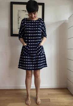 This is a dress version of Christine Haynes' Lottie made in ikat. So many options, it is my perfect shift/tunic/dress/shirt. Ikkat Dresses, Casual Frocks, Frock Patterns, Cotton Short Dresses, Dress Outfits, Blouse Designs, Cotton Dress Pattern, Cotton Dresses, Fashion