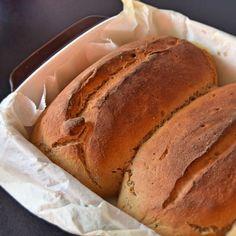 """Mormor, eller måske endda oldemor brød. Gammeldags sigtebrød er solid kost. Af den slags, hvor et brød kan mætte en hel hær. Men det smager ret så godt, holder sig frisk og saftigt længe og så er det uovertruffent til simpel aftensmad eller frokost. Sigtebrød er nemlig allerbedst bare med pølse eller ost. Efter nogle...Læs videre """"Gammeldags sigtebrød med surdej"""" → Bread Bun, Easy Bread, Bread Recipes, Snack Recipes, Cooking Recipes, Viking Food, Mama Cooking, Cooking Cookies, Danish Food"""