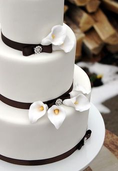 Calla Lilly Winter Wedding Cake I hate fondent (sp?), but it's pretty. Square Wedding Cakes, Wedding Cakes With Flowers, Calla Lillies Wedding, Calla Lilies, Black And White Wedding Cake, Bolo Cake, Simple Bridesmaid Dresses, Wedding Wishes, Wedding Vows