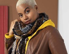 4 Fashionable ways to wear hooded tops - Ackermans Magazine Khaki Green, Green And Grey, Athleisure Trend, Winter Trends, Color Combos, Different Styles, Color Pop, Hoods, Fashion Beauty
