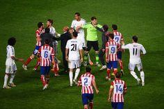 Sergio Ramos Oo Wejiga Feedh Si U Kas Ah Ugaga Dhuftay Ciyaaryahan Mario Mandzukic Ciyaartii  Super Cup-ka Spain