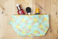 Toilettas | Toiletbag | Pineapples | 100% duurzaam | Travel product | Wanderlust | Grass and Canvas