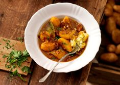 Erdäpfelgulasch mit Leberkäse Mexican Food Recipes, Ethnic Recipes, Chana Masala, Curry, Tv, Liver Cheese Recipe, Goulash, Apple, Curries