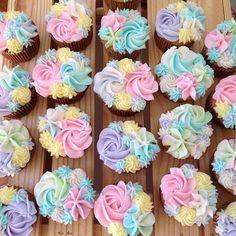 Babydusche Cupcakes # buttercreamicing desserts desserts for baby shower desserts for weddings Pretty Cupcakes, Beautiful Cupcakes, Flower Cupcakes, Spring Cupcakes, Unicorn Cupcakes, Birthday Cupcakes, Frost Cupcakes, School Cupcakes, Valentine Cupcakes