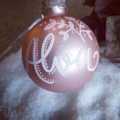 """@kallettergrafie on Instagram: """"Vielen Dank für Eure viieelen Kugelbestellungen 🥰🙏!!! Ich muss allerdings an meiner Schreibhaltung arbeiten - hab jetzt einen total…"""" Kugel, Christmas Bulbs, Holiday Decor, Instagram, Home Decor, Give Thanks, Purchase Order, Writing, Decoration Home"""