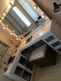 13 Beautiful Makeup Room Ideas, Organizer and Decorating - Interior Designs - Wohnung Room Ideas Bedroom, Bedroom Decor, Master Bedroom, Bedroom Furniture, Cozy Bedroom, Bedroom Designs, Bed Room, Cool Bedroom Ideas, Diy Room Ideas