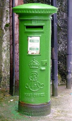 Irish Post Office Box: Note the crowned cipher of King Edward VII Originally painted a bright red, the Irish simply painted the post boxes a cheery patriotic shade of GREEN after the founding of the Republic in Fun Mail, You've Got Mail, Go Green, Green Colors, Bright Green, Post Bus, My Favorite Color, My Favorite Things, Art Postal