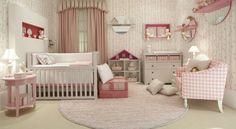 Quarto de bebê com enxoval todo cor de rosa