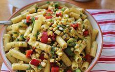 Zomerse Pasta Salade, ja de zomer komt eraan dus het is weer tijd voor heerlijke frisse zomerse recepten. Deze pasta salade is er zo één! Geniet ervan!