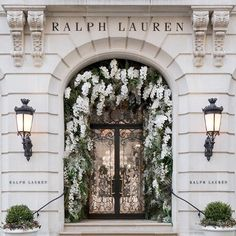 Mode et fleurs Ralph Lauren Edition Habitually Ch Boujee Aesthetic, Aesthetic Pictures, Exterior Design, Interior And Exterior, Picture Wall, Photo Wall, Le Riad, Graphisches Design, Images Esthétiques