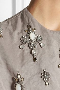 Biyan Arya Embellished Crinkled Satinfaille Dress in Gray (Neutrals) - Lyst Hand Embroidery Designs, Beaded Embroidery, Embroidery Stitches, Embroidery Patterns, Couture Embroidery, Embroidery Fashion, Couture Fashion, Diy Fashion, Womens Fashion