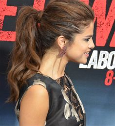 I love her proffesional and sofisticated ponytail. It looks amazing even on the red carpet.