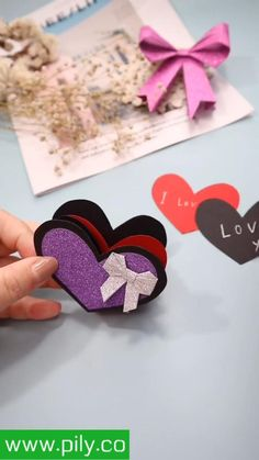bling Origami heart bag Cool Paper Crafts, Paper Crafts Origami, Diy Crafts For Gifts, Creative Crafts, Diy Origami Cards, Diy Gifts Videos, Valentine Day Crafts, Easy Origami Heart, Origami Hearts