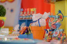 PLIM PLIM. Estallido de color Birthday Party Ideas | Photo 2 of 45 I Party, Party Ideas, Birthday Parties, Photo Galleries, Board, Colour Pop, Fiestas, Colors, Anniversary Parties