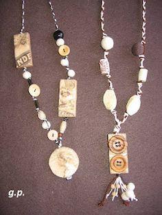 collane con cordoncino perloni bottoni legnetti...altro...