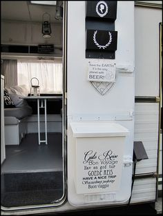 Home Sweet Motorhome: Aktuelle BilderHome Sweet Motorhome: Aktuelle Bilder | One of my FAVORITE RV remodels – LOVE all the black and white!
