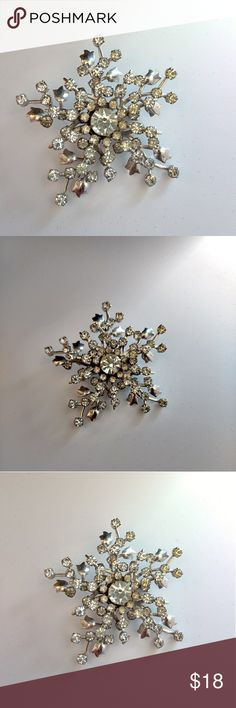 """❄️ Vtg Ultra Sparkly Snowflake Brooch Vtg Ultra Sparkly Snowflake Brooch. This silver tone pin is dripping in prong set crystal rhinestones. Approx 2"""" in length and width. 'Tis almost the season after all. Excellent Vintage Condition. Unmarked. Vintage Jewelry Brooches"""