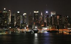 NYC. Manhattan skyline at night. A view from Weehawken. 6 August 2005.