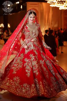 Looking for Bridal Lehenga for your wedding ? Dulhaniyaa curated the list of Best Bridal Wear Store with variety of Bridal Lehenga with their prices Indian Bridal Outfits, Indian Bridal Fashion, Pakistani Bridal Dresses, Indian Bridal Wear, Indian Dresses, Bridal Sarees, Bridal Red Lehenga, Indian Bridal Jewelry, Indian Wedding Dresses