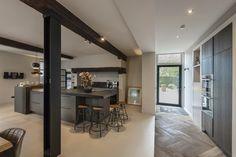 siematic visgraatvloer smeervloer keuken kitchen betonlook concretelook contrast House 2, Home Look, Design Projects, United Kingdom, Living Spaces, Villa, Ceiling Lights, Interior Design, Lighting