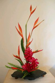 Ikebana Tropical moment, Heliconia, Alpinia and Purpurata Tropical Flowers, Tropical Flower Arrangements, Creative Flower Arrangements, Church Flower Arrangements, Exotic Flowers, Purple Flowers, Beautiful Flowers, Cactus Flower, Yellow Roses